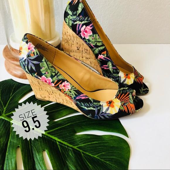 96f2edae0995 Liz Claiborne Shoes - Liz Claiborne Paula Peep toe Wedges